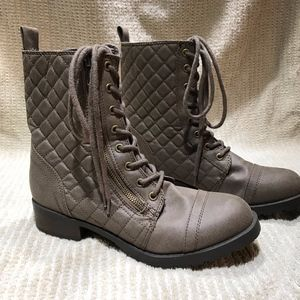 Shoes - Women's Fashion Boots Like New